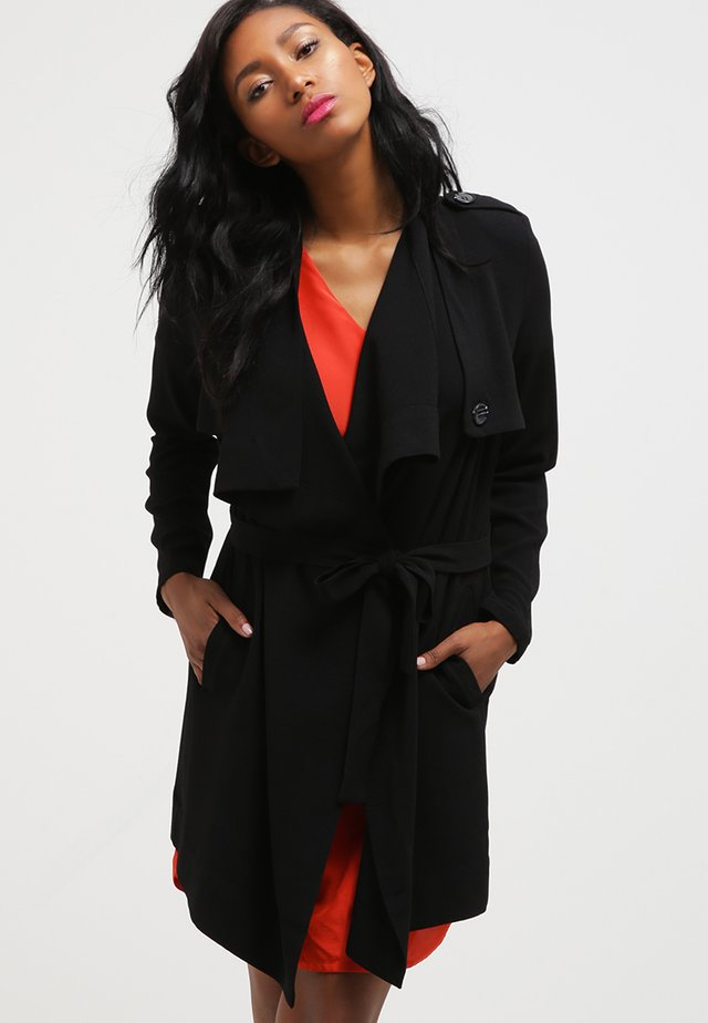 OBJANNLEE - Krátký kabát - black