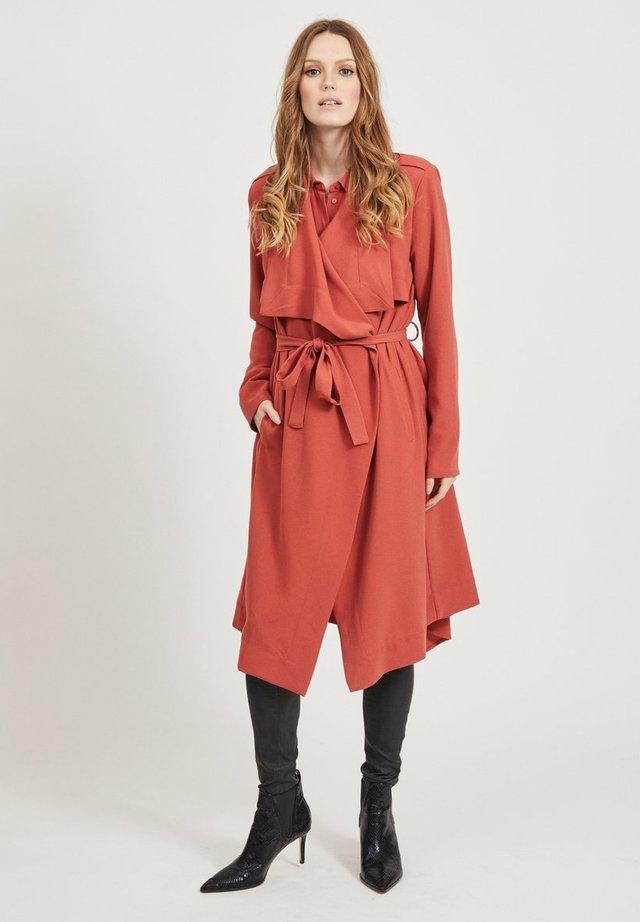 OBJANNLEE  - Trenchcoat - orange