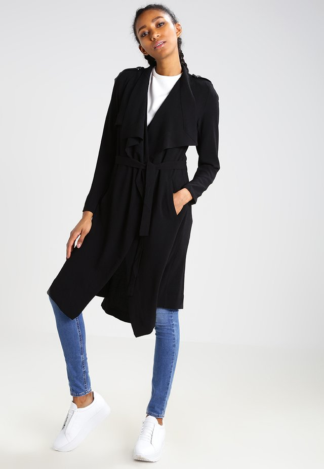 OBJANNLEE  - Trenchcoat - black