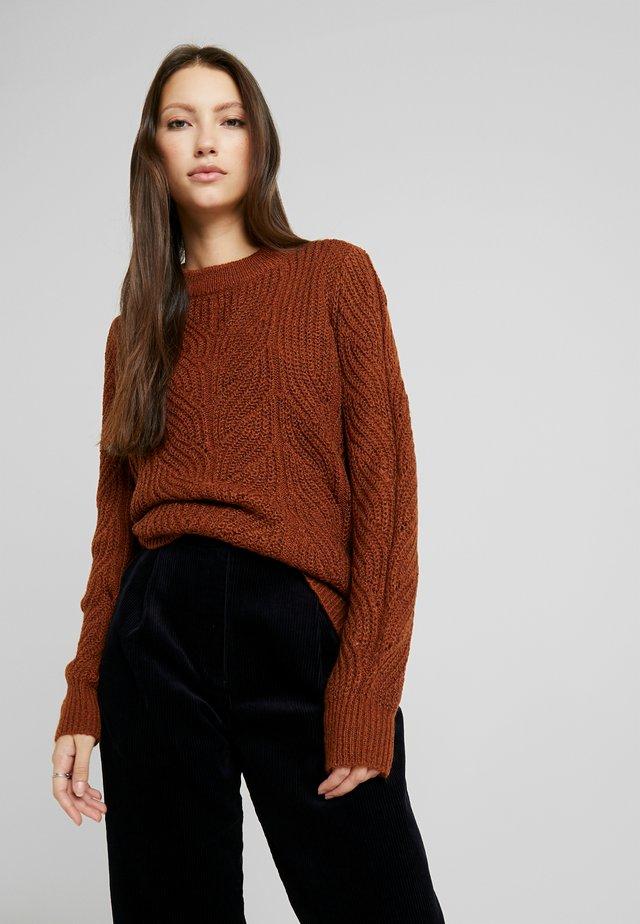 Stickad tröja - brown patina melange