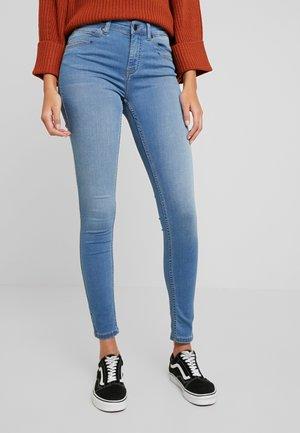 OBJSKINNYSOPHIE - Skinny džíny - medium blue denim