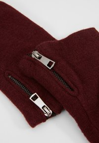 Object - Gants - port royale - 3