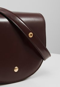 Object - OBJDALIA CROSSOVER - Taška spříčným popruhem - brown patina - 6