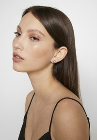 Olivia Burton - BEJEWELLED INTERLINK EARRINGS - Örhänge - silber - 1