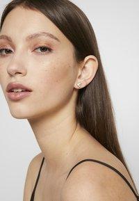 Olivia Burton - LOVE BUG STUDS - Earrings - roségold-coloured - 1