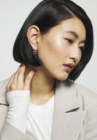 Olivia Burton - RAINBOW INTERLINK HUGGIE HOOPS - Earrings - rose gold-coloured - 1