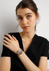 Olivia Burton - FLORALS - Klokke - london grey - 0