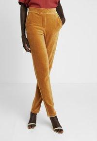 Object Tall - OBJCORDA LISA SLIM PANT - Kalhoty - brown sugar - 0