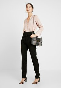 Object Tall - OBJLISA TIE WAIST  PANT - Pantalon classique - black - 1