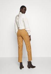 Object Tall - OBJDALINA PANT - Pantalón de cuero - incense - 2