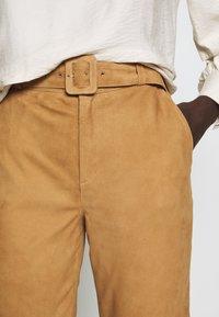 Object Tall - OBJDALINA PANT - Pantalón de cuero - incense - 4