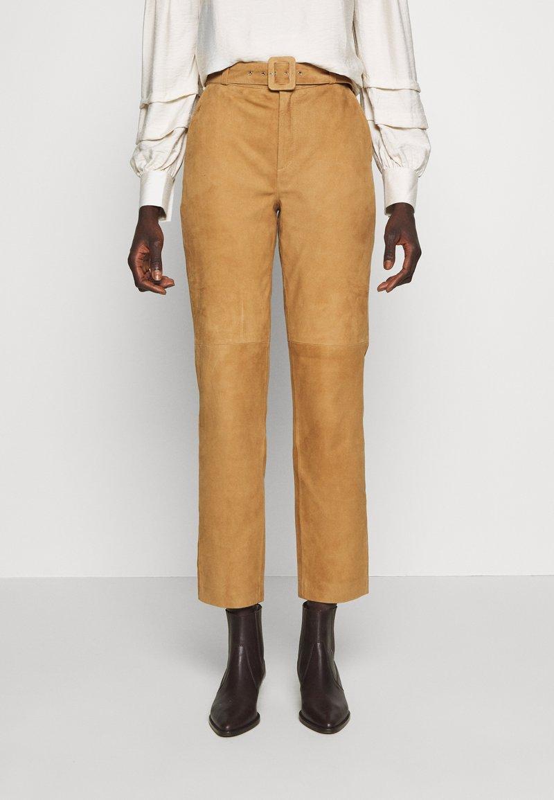 Object Tall - OBJDALINA PANT - Pantalón de cuero - incense