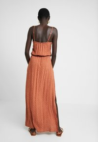 Object Tall - OBJCLARISSA SINGLET DRESS - Maksimekko - brown patina/white - 3