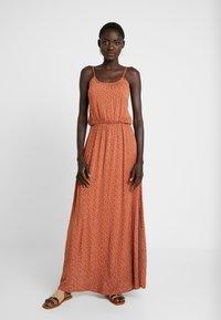 Object Tall - OBJCLARISSA SINGLET DRESS - Maxi šaty - brown patina/white - 0