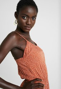 Object Tall - OBJCLARISSA SINGLET DRESS - Maksimekko - brown patina/white - 4