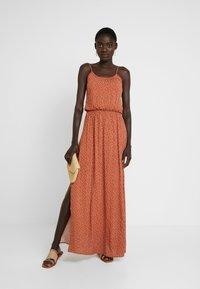 Object Tall - OBJCLARISSA SINGLET DRESS - Maxi šaty - brown patina/white - 2