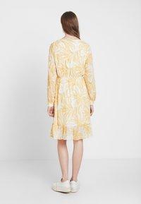 Object Tall - OBJVITA DRESS - Robe d'été - gardenia/yellow - 3