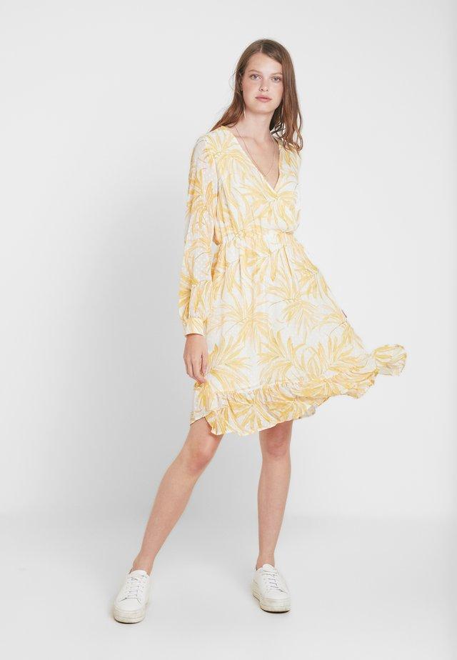 OBJVITA DRESS - Freizeitkleid - gardenia/yellow