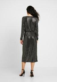 Object Tall - OBJSOLA DRESS - Jerseykleid - black/silver - 3