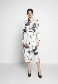 Object Tall - OBJPANIA AMELIA SHIRT DRESS - Paitamekko - off-white - 0