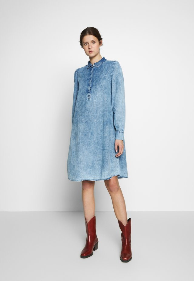 OBJTARRYN DRESS - Kjole - light blue denim