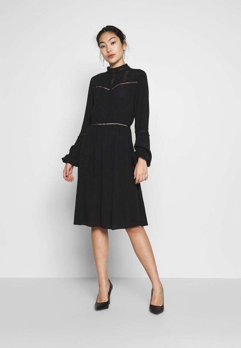 Object Tall - OBJSIFKA DRESS - Freizeitkleid - black
