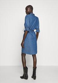Object Tall - OBJANNELI DRESS - Dongerikjole - medium blue denim - 2