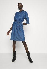 Object Tall - OBJANNELI DRESS - Dongerikjole - medium blue denim - 1