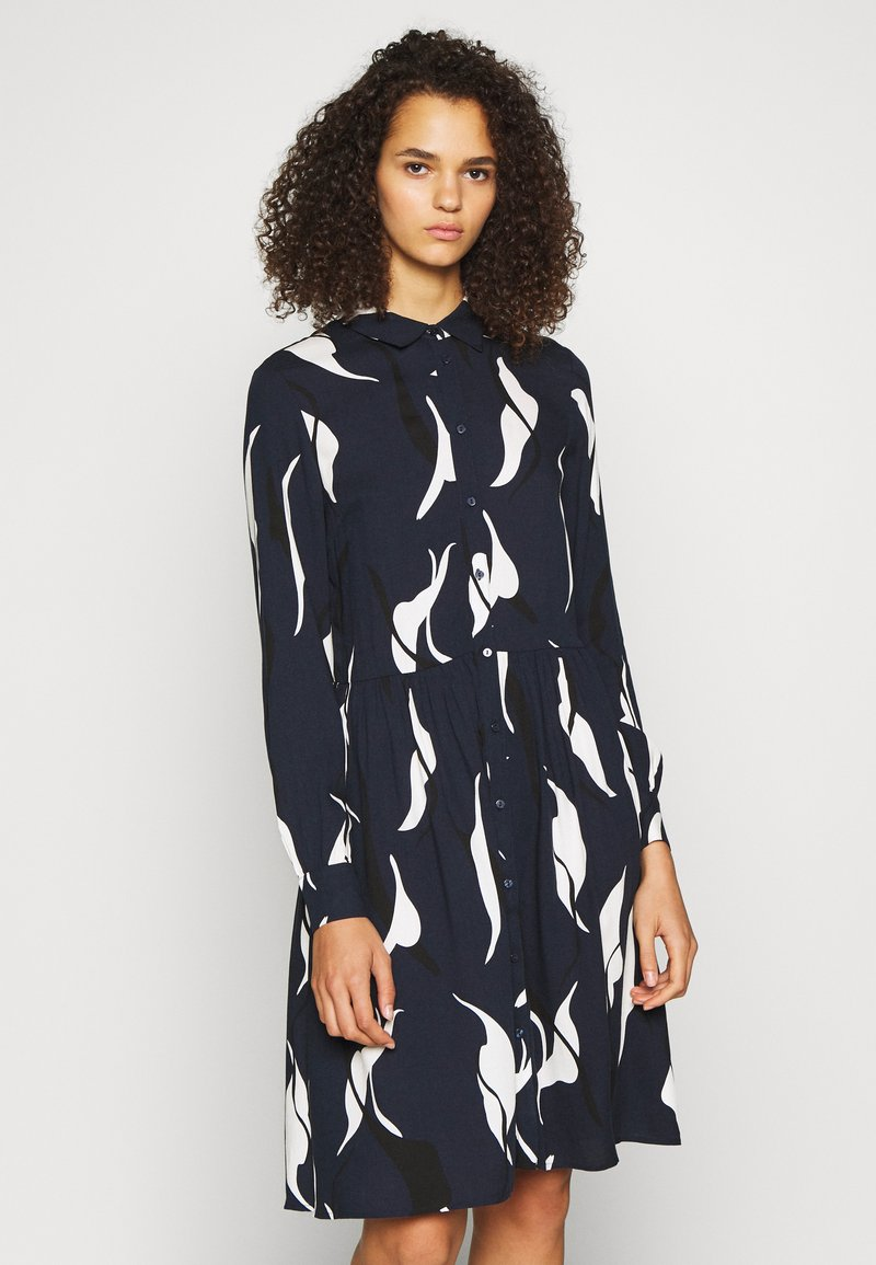 Object Tall - OBJALORA DRESS - Denní šaty - sky captain/abstract leaves