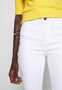 Object Tall - OBJSKINNYSOPHIE - Jeans Skinny Fit - white - 5