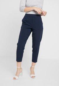 Object Petite - OBJCECILIE 7/8 PANTS - Pantalones - sky captain - 0