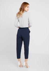 Object Petite - OBJCECILIE 7/8 PANTS - Pantalones - sky captain - 2