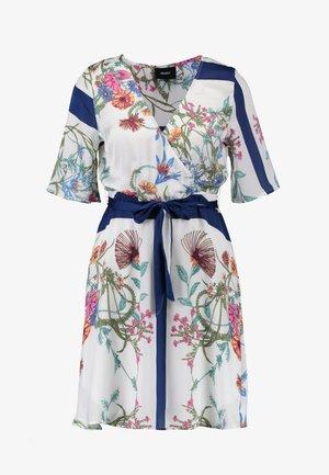 OBJSASLI DRESS - Hverdagskjoler - gardenia