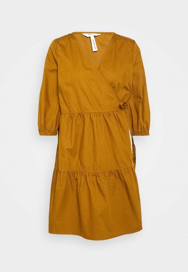 OBJSCHINNI WRAP DRESS  - Korte jurk - brown