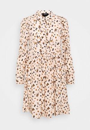 OBJNELLE SHORT DRESS - Skjortekjole - sandshell