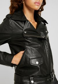 Object Petite - OBJNANDITA LEATHER JACKET - Skinnjacka - black - 4