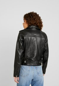 Object Petite - OBJNANDITA LEATHER JACKET - Skinnjacka - black - 2