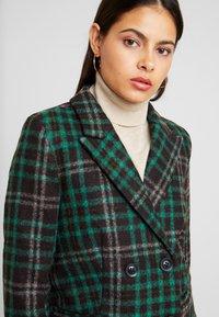 Object Petite - OBJLINA CHECK COAT - Zimní kabát - fern green/black/white - 3
