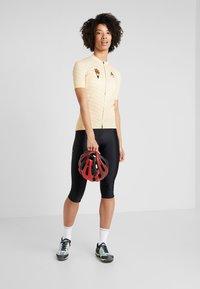 ODLO - WOMEN STAND-UP COLLAR FULL ZIP PERFORMANCE - T-Shirt print - golden haze - 1