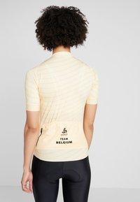ODLO - WOMEN STAND-UP COLLAR FULL ZIP PERFORMANCE - T-Shirt print - golden haze - 2