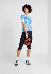 ODLO - WOMEN STAND-UP COLLAR FULL ZIP PERFORMANCE - T-Shirt print - blue - 1