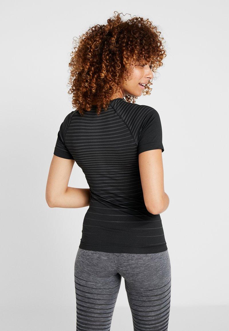 ODLO - CREW NECK PERFORMANCE LIGHT - Unterhemd/-shirt - black