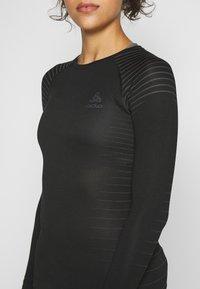 ODLO - CREW NECK PERFORMANCE LIGHT - Treningsskjorter - black - 4