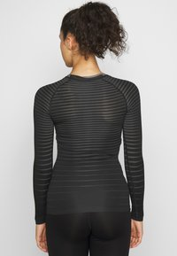 ODLO - CREW NECK PERFORMANCE LIGHT - Treningsskjorter - black - 2