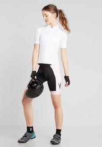 ODLO - WOMEN PERFORMANCE SHORTS - Leggings - candy pink - 1