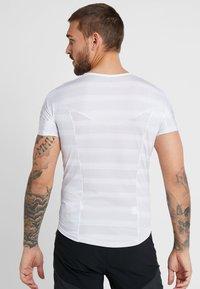 ODLO - CREW NECK ZEROWEIGHT - T-Shirt print - white/silver grey - 2