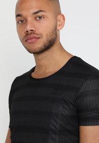 ODLO - CREW NECK ZEROWEIGHT - T-Shirt print - graphite grey/black - 4