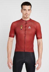 ODLO - MEN STAND UP COLLAR FULL ZIP PERFORMANCE - T-Shirt print - red hot chili - 0