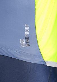 ODLO - JACKET FUJIN LIGHT - Windbreaker - bering sea/safety yellow - 8