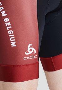 ODLO - MEN PERFRORMANCE SHORTS - Tights - red hot chili - 3